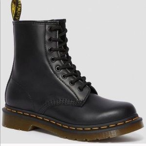 Dr Martens 1460 SMOOTH LEATHER LACE UP BOOTs